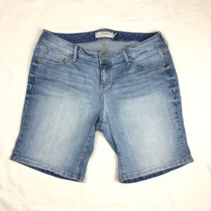 Torrid jean zip fly Bermuda shorts size 14